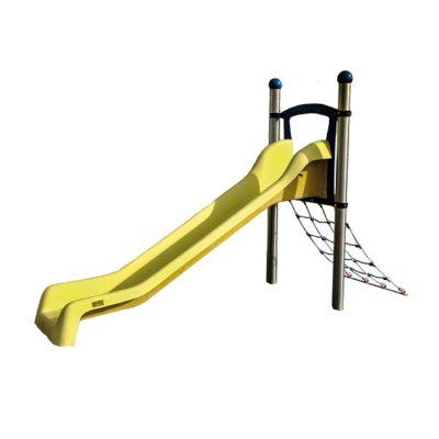 zjeżdżalnia z wejściem linowym na plac zabaw